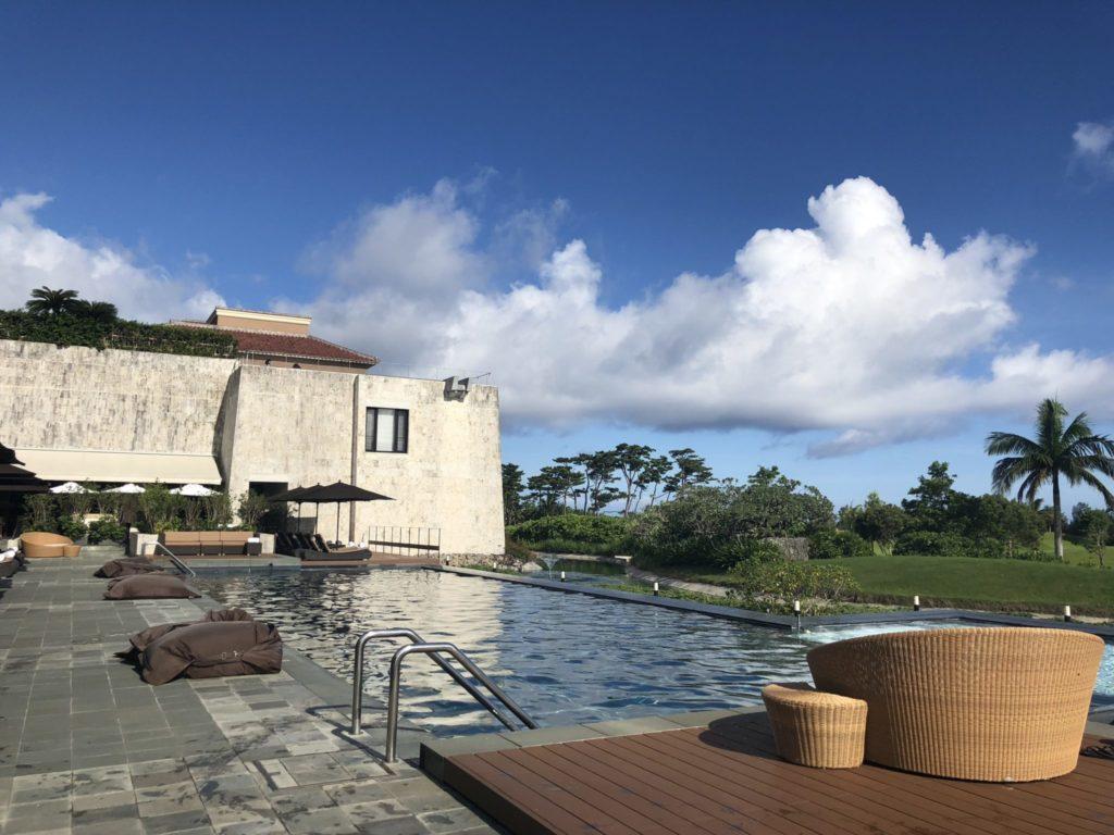 ザ・リッツカールトン沖縄のプール