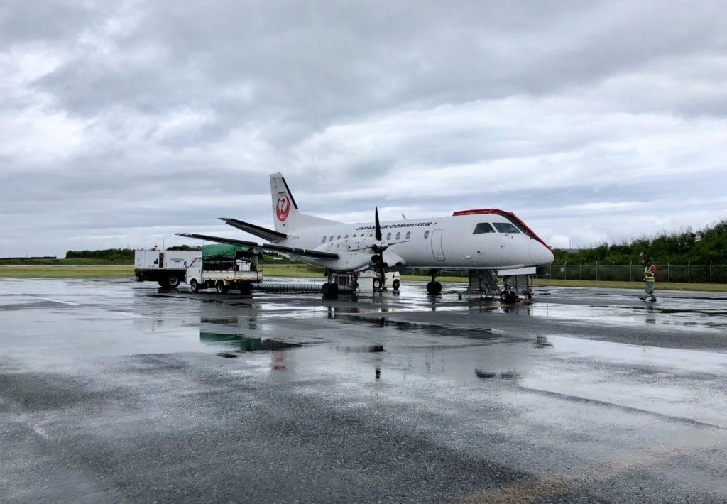 与論空港出発のJAL便の飛行機
