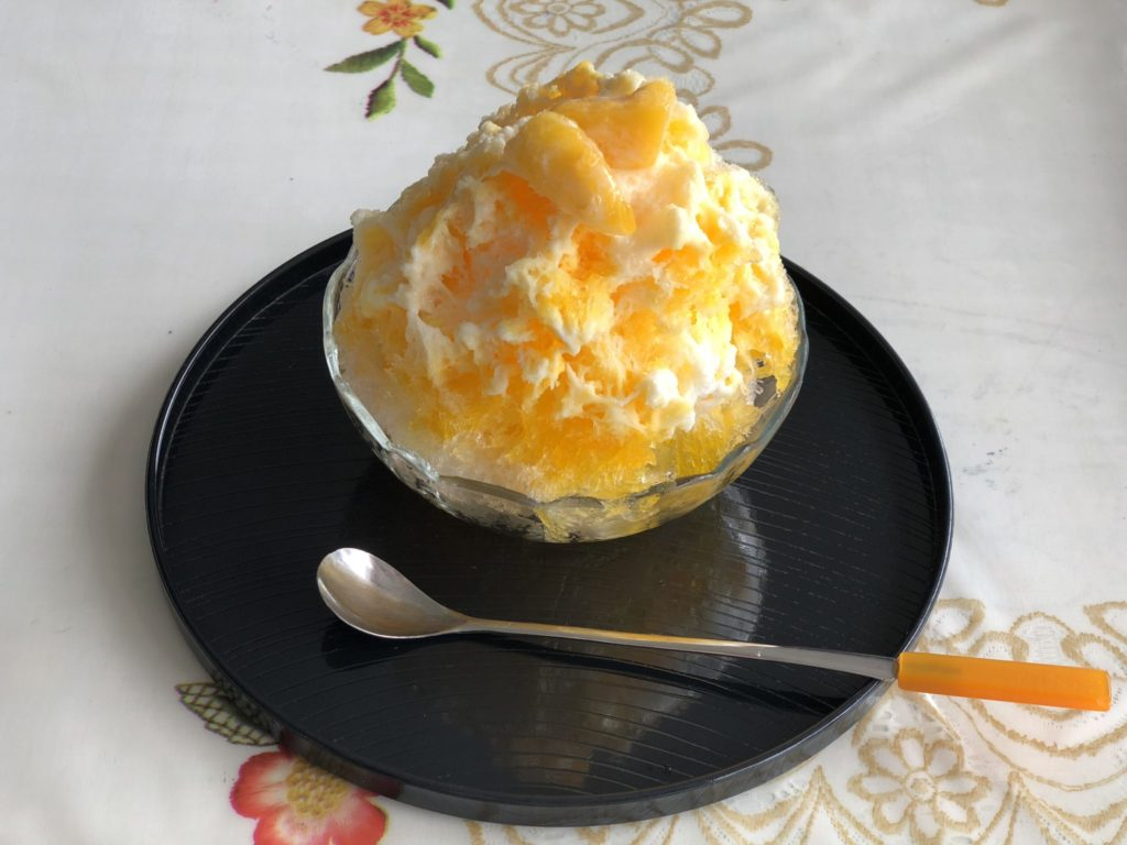 与論島の味咲のマンゴーかき氷