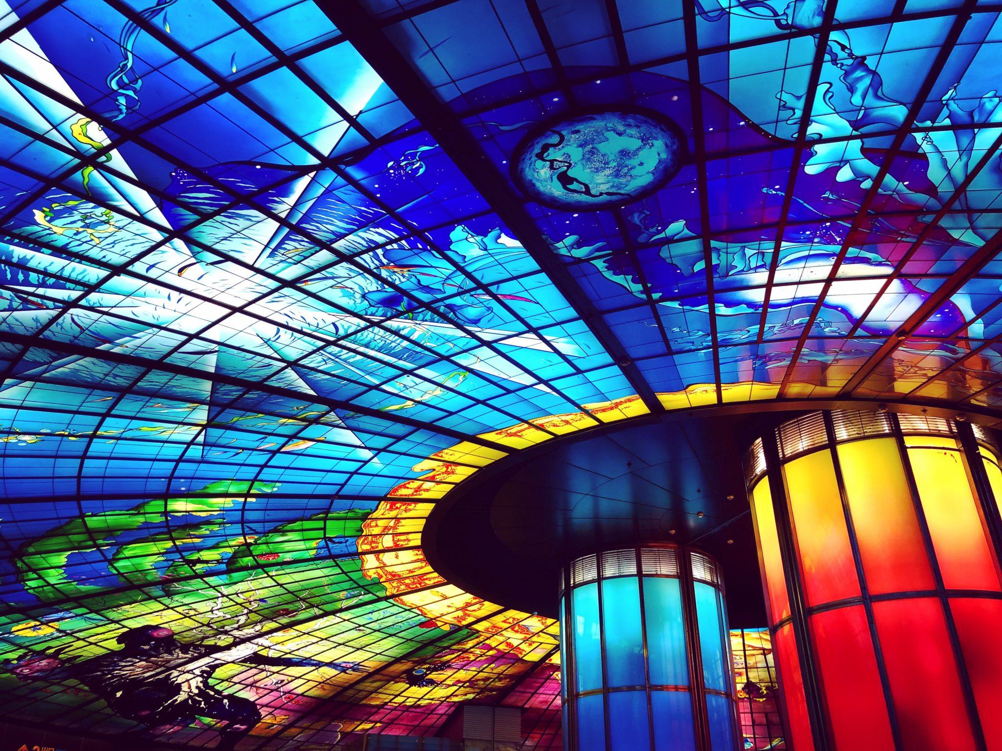 高雄の美麗島駅のステンドグラス