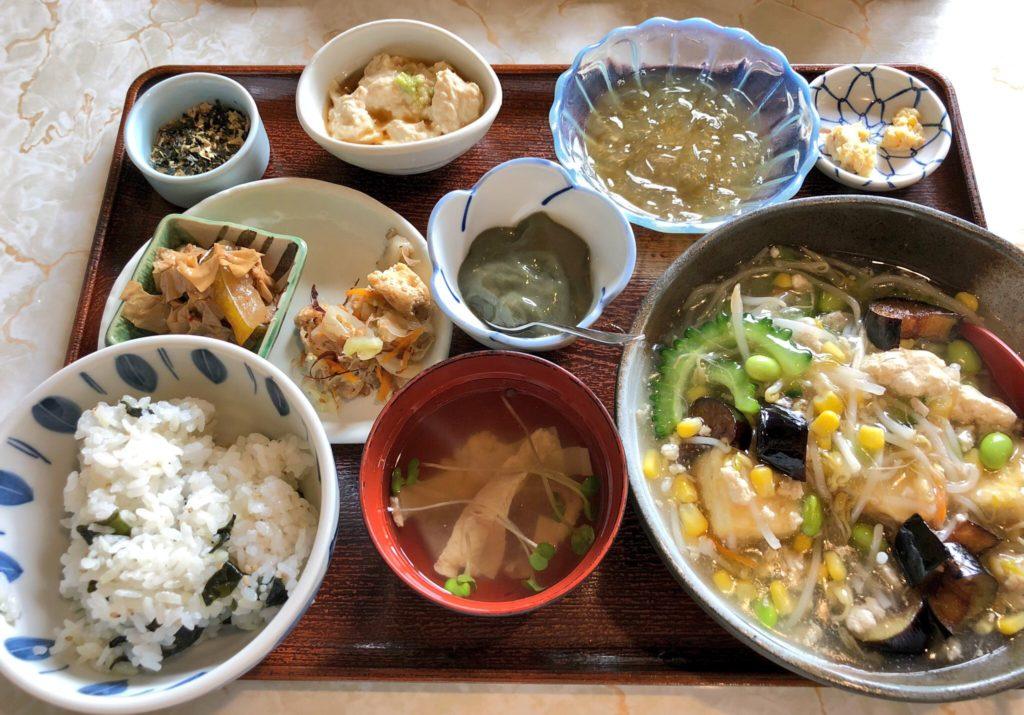 奄美大島の島とうふ屋の日替わり定食