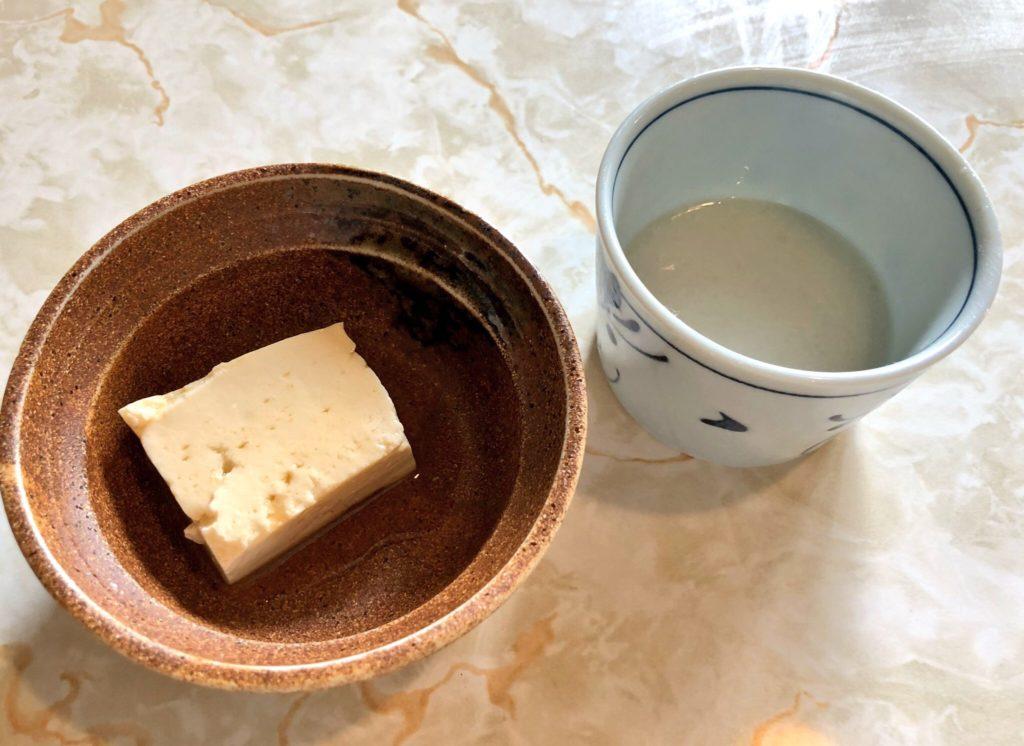 奄美大島の島とうふ屋の湯豆腐