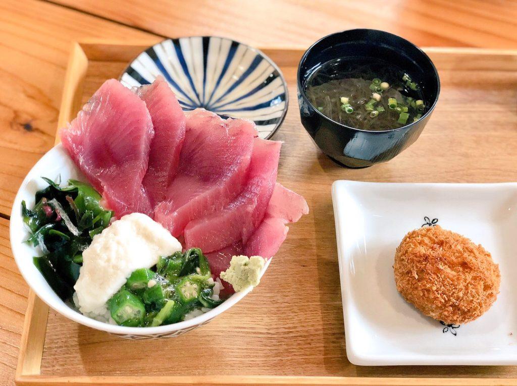 奄美大島の鰹の店hoseiの鰹丼
