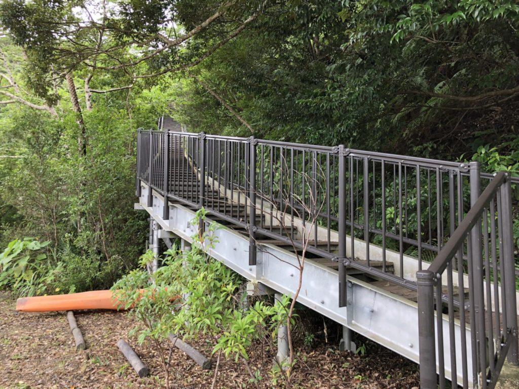 奄美大島のマングローブパークの展望台の階段