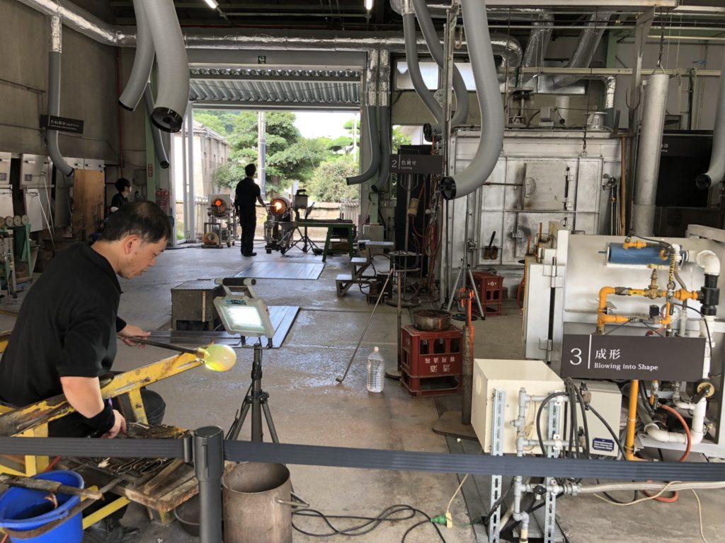 薩摩ガラス工芸の作業風景