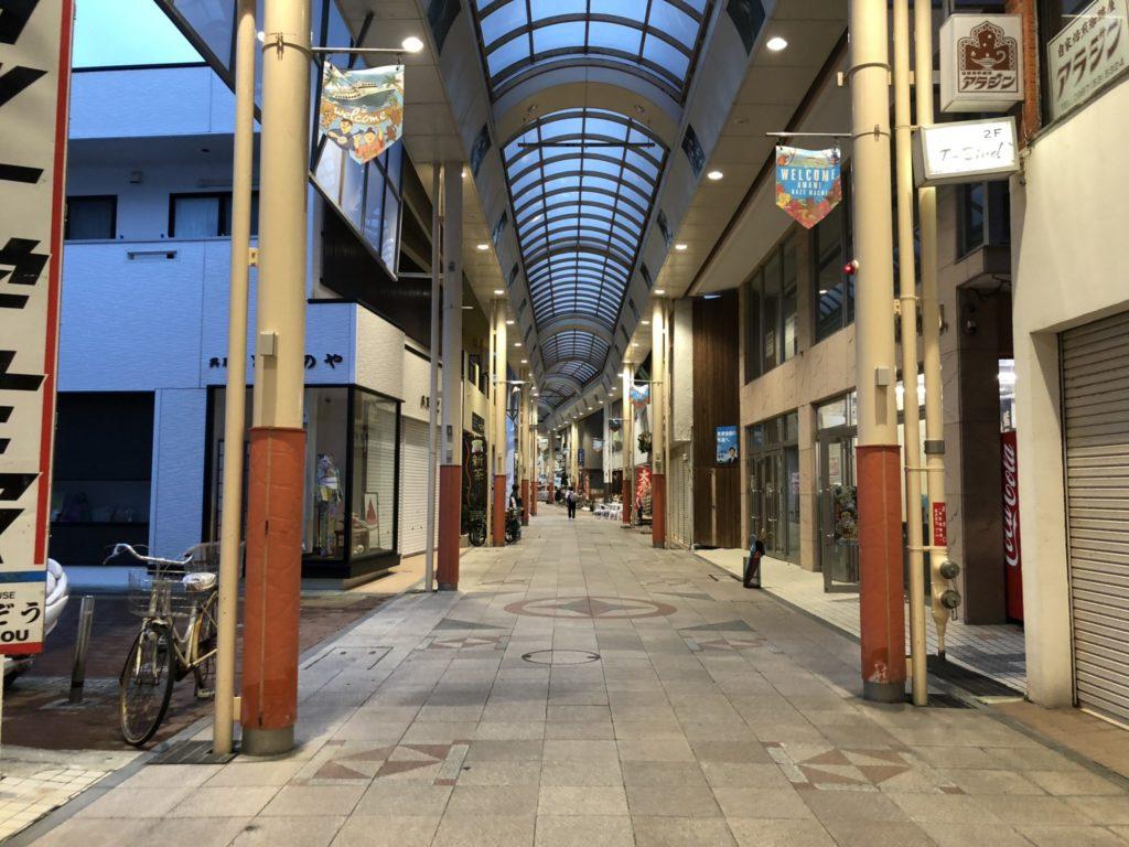 奄美大島の名瀬市の商店街