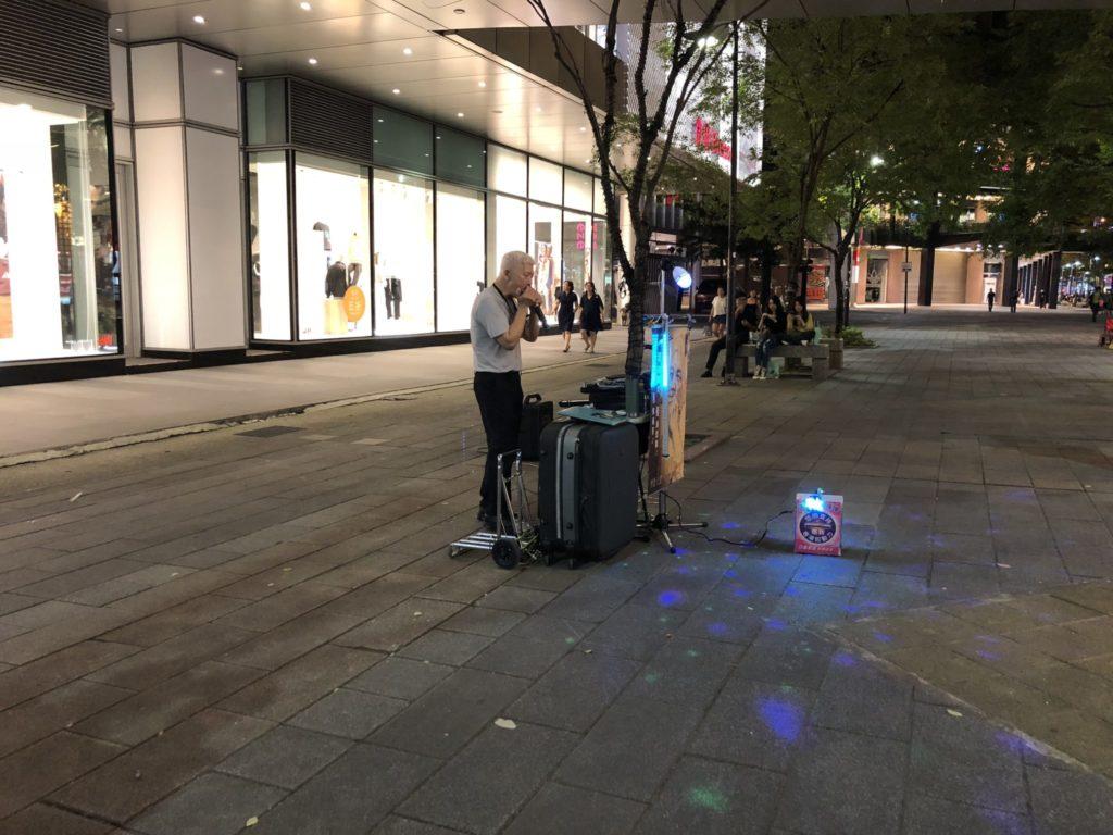 台北の新光三越のストリートパフォーマー