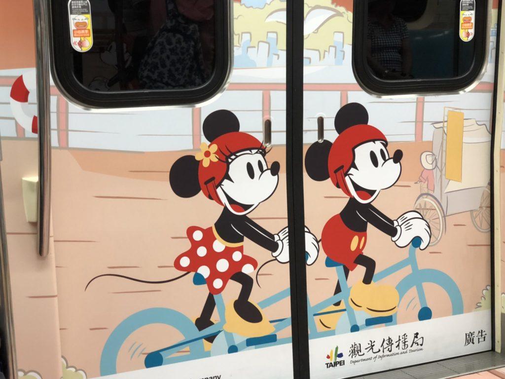 台北の地下鉄の車内