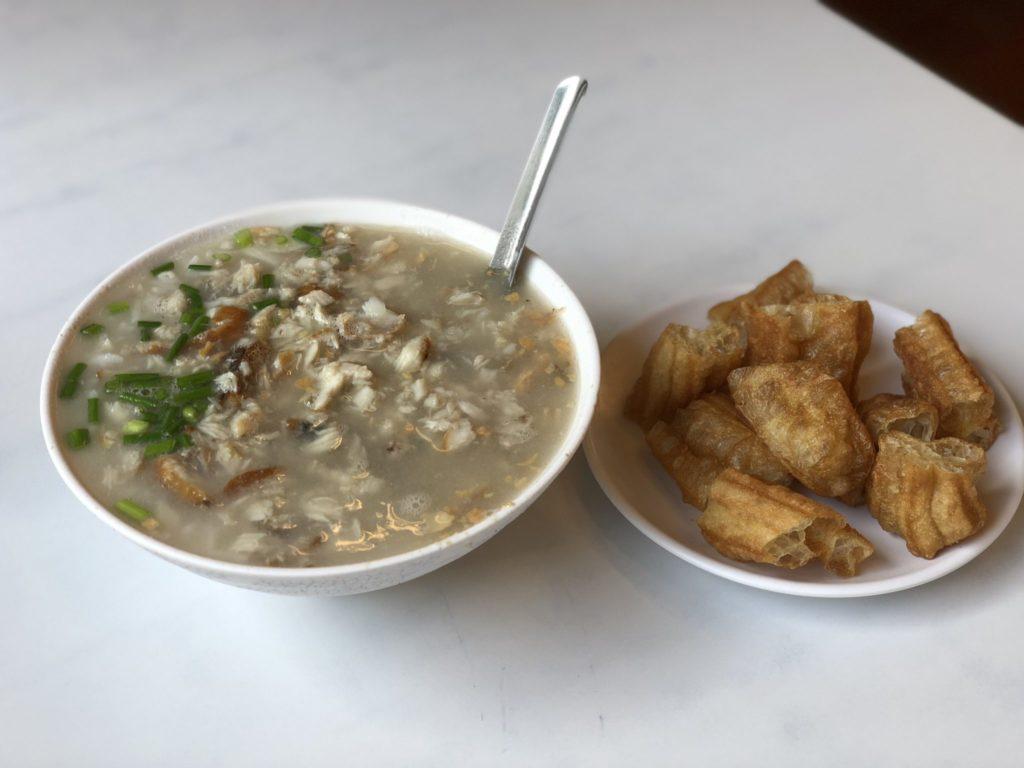 台南の阿堂咸粥のおかゆ