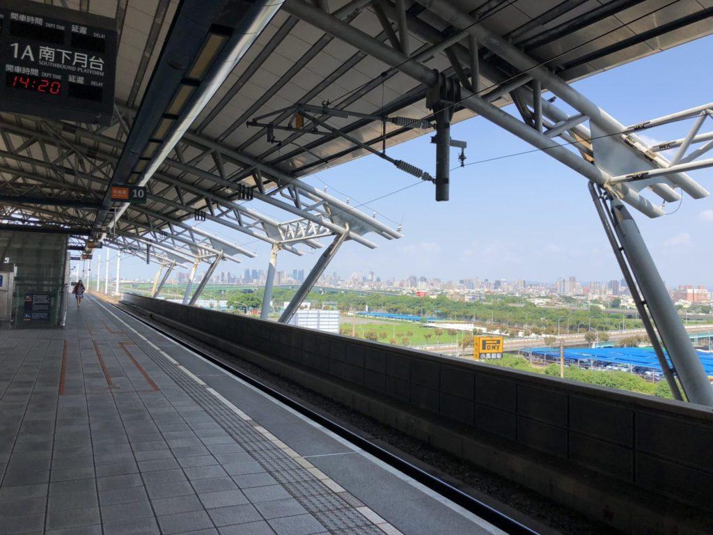 台湾新幹線の台中駅のホーム