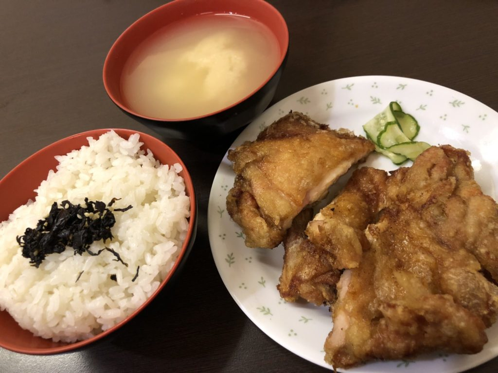 範記金之園草袋飯の鶏肉定食