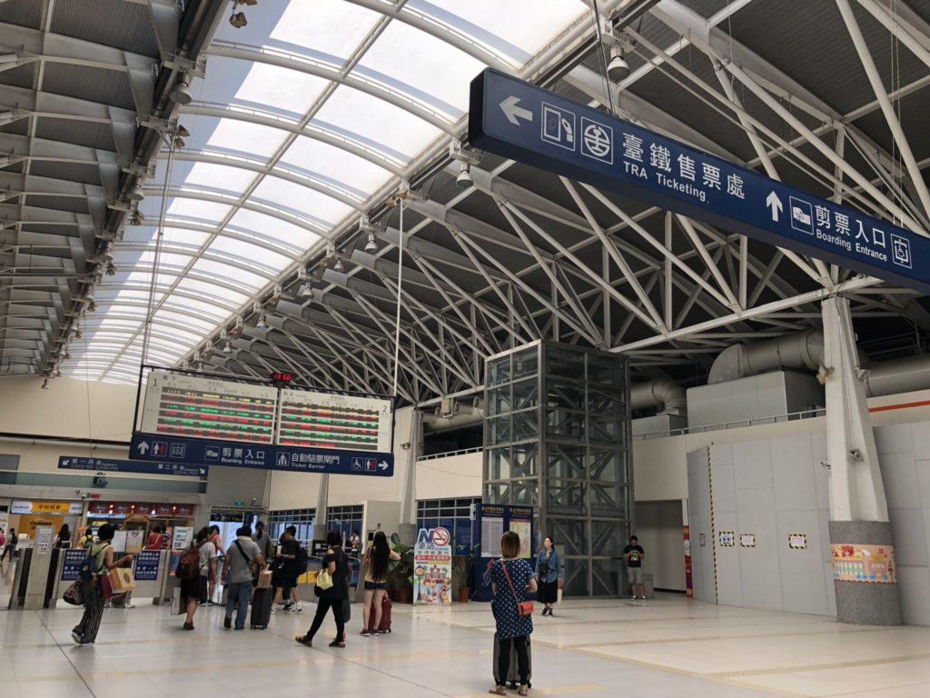 台鐵台中駅の構内