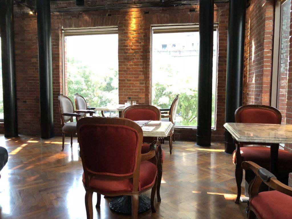 宮原眼科のレストランの店内