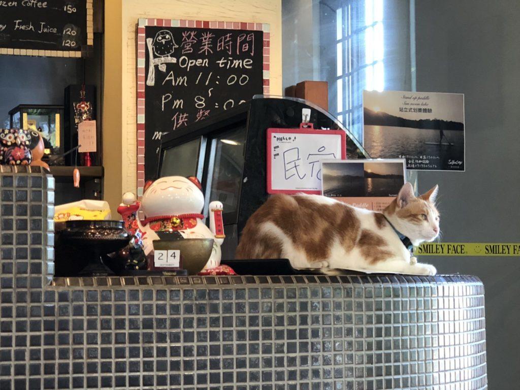 日月潭の二月珈琲の店内