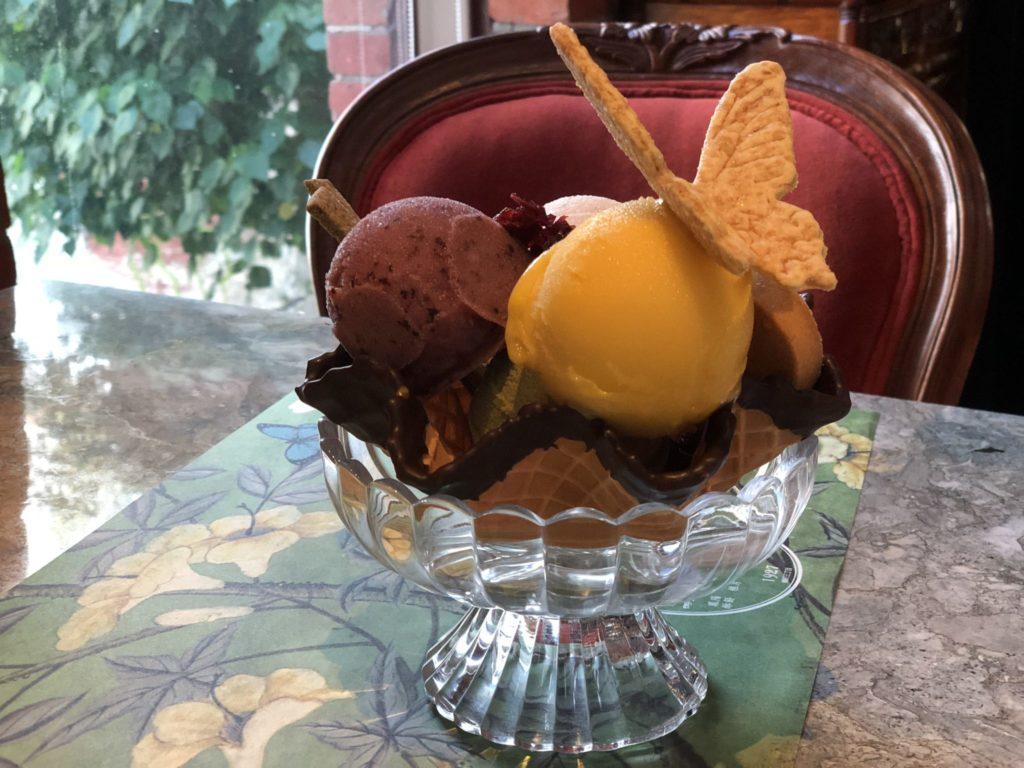 宮原眼科のレストランのアイスクリーム